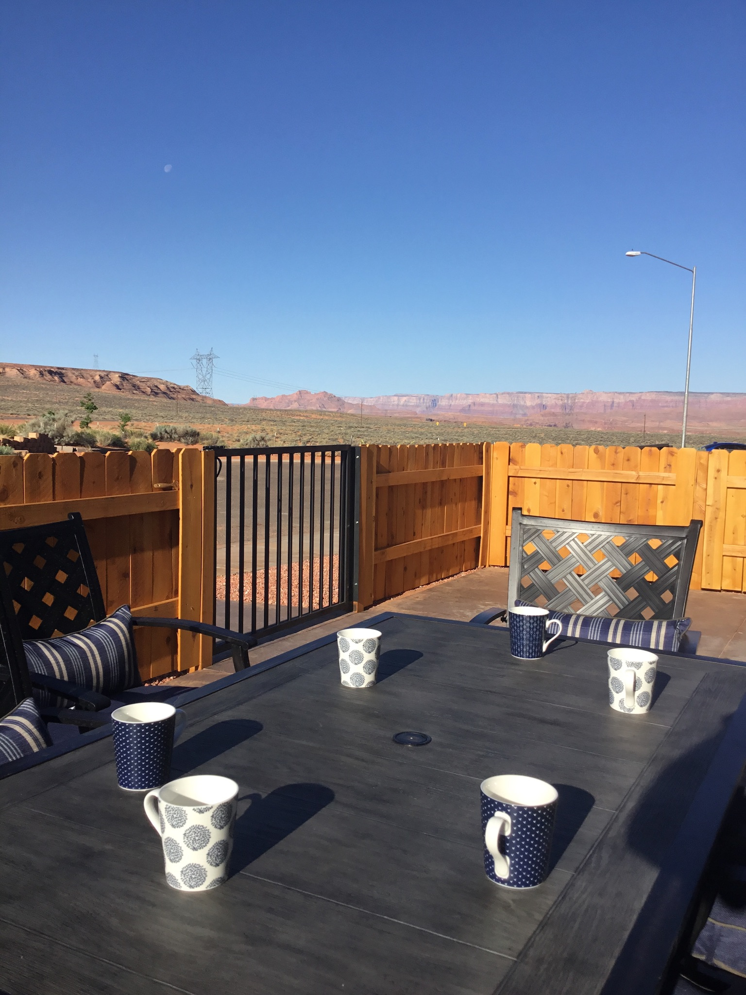 Front courtyard with local desert mesa view and Vermillion Cliffs
