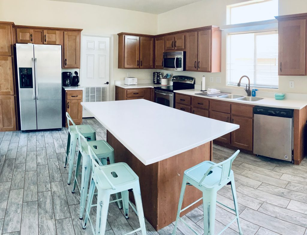 Horseshoe Bend House Kitchen with Quartz counters